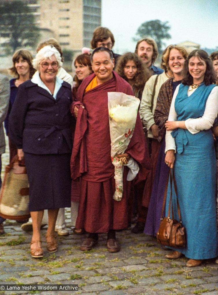 (03516_ng-3.JPG) Front row: Alida Brandt-van Elten (mother of Hermes Brandt),  Lama Yeshe, Truus Philipsen, Paula de Wys and other students after Der Kosmos course, Amsterdam, 1979. Photo by Jan-Paul Kool.