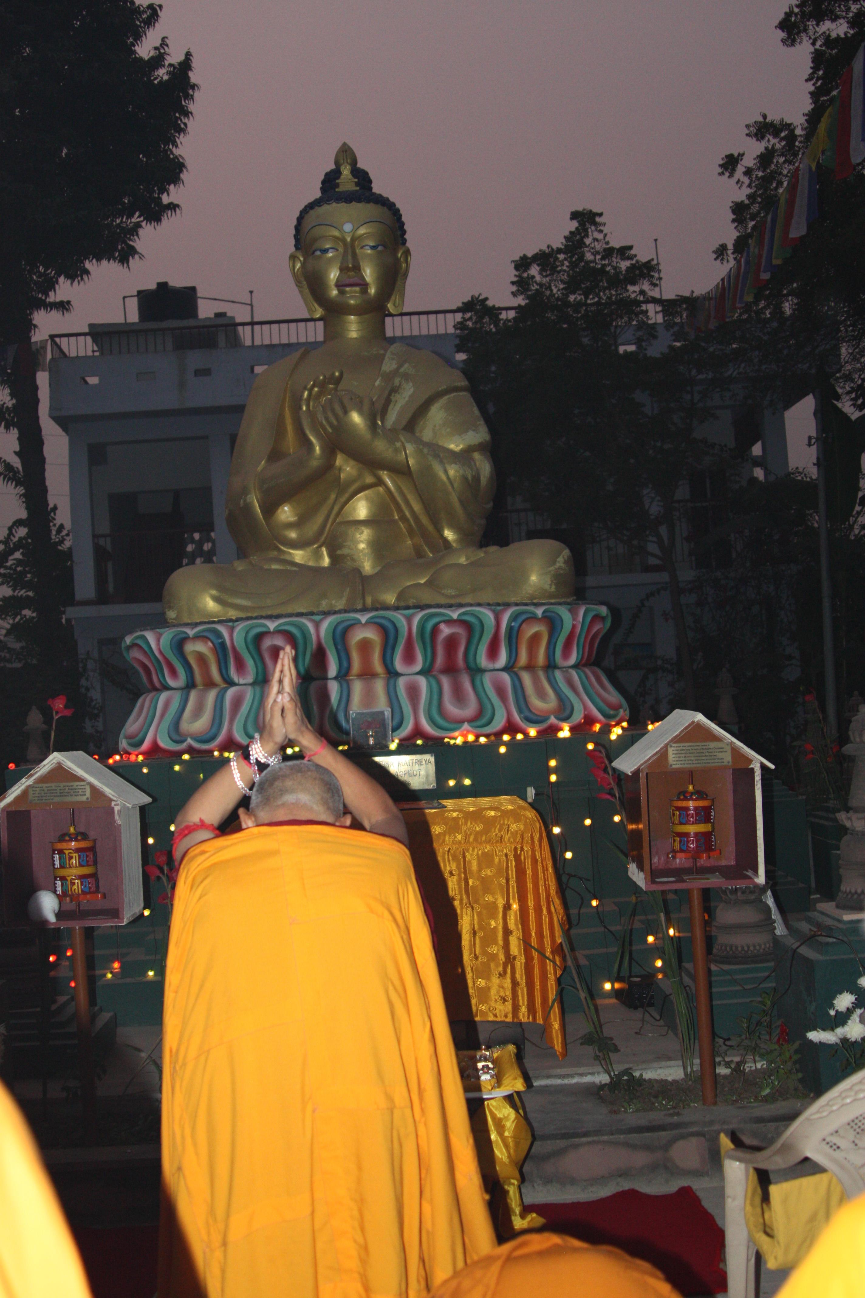 Statues   Lama Yeshe Wisdom Archive