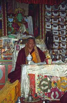 Nyung Nä with Rinpoche at Lawudo.