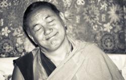 Lama Yeshe teaching at Tushita Retreat Centre, Dharamsala, India, 1983. Photo: Ueli Minder.