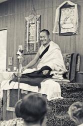Lama Yeshe teaching at Lake Arrowhead, California, in 1975. Photo: Carol Royce-Wilder.