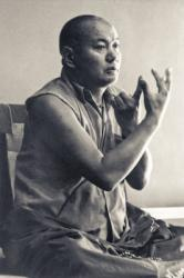 Lama Yeshe teaching at University of California, Santa Cruz, US, 1978. Photo: Jon Landaw.