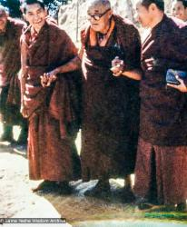 (00044_ud.jpg) Lama Zopa Rinpoche, Gomchen Rinpoche and Lama Yeshe. Gomchen Rinpoche visited Kopan Monastery, Nepal in January of 1975, and on Jan. 10, he gave an important talk on guru devotion. This was published in The Heart of the Path, Lama Yeshe Wisdom Archive, 2009.