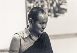 (00616_ud-3.jpg) Lama Yeshe at a fundraising event for the Mount Everest Center students during his second international tour, Latrobe University, Melbourne, Australia, 1975.