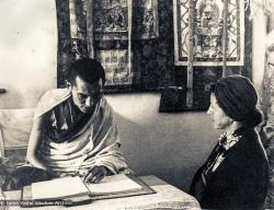 (01213_ud-3.psd) Lama Zopa Rinpoche and Bea Ribush during the Fourth Meditation Course, Kopan Monastery, Nepal, 1973. Bea Ribush is a devoted student of the lamas who became instrumental in establishing Dharma centers in Australia.