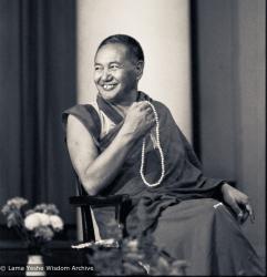 (01542_ud-3.jpg) Lama Yeshe teaching on Transferrence of Consciousness, St John's, London, 1982. Robin Bath (photographer)