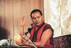 (04244_sl-2.psd) Lama Yeshe teaching in Geneva, Switzerland, 1983. Photos by Ueli Minder.