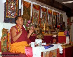 (05738_ng-3.jpg) Lama Yeshe teaching at Vajrapani Institute, Boulder Creek, California, 1983. Åge  Delbanco (photographer)