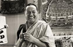 Lama Yeshe teaching at Yucca Valley, California, March 1977. Photo: Carol Royce-Wilder