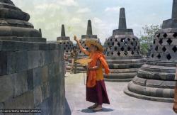 (08151_ng.JPG) Lama Yeshe at Borobodur, Java, 1979.