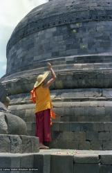 (08154_ng.JPG) Lama Yeshe at Borobodur, Java, 1979.