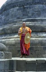 (08155_ng.JPG) Lama Yeshe at Borobodur, Java, 1979.