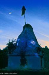 (09991_sl-3.psd) Cremation stupa of Lama Yeshe, Vajrapani Institute, California, 1984. Ricardo de Aratanha (photographer)