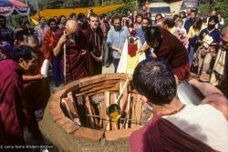 (10029_sl-3.JPG) Preparing cremation stupa, Vajrapani Institute, California, 1984. Ricardo de Aratanha (photographer)