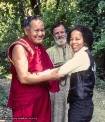(12767_sl-3.tif) Lama Yeshe with Åge Delbanco and Jan Willis (Losang Chokyi), Vajrapani Institute, Boulder Creek, California, 1983. Åge Delbanco (photographer)