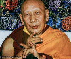 (13821_ud-3.psd) Ling Rinpoche, Tushita Retreat Centre, Dharamsala, India, 1982. Dieter Kratzer (photographer)