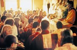 (15193_pr.psd) Lama Zopa Rinpoche teaching, Fourth Meditation Course, Kopan Monastery, Nepal, 1973. Photo by Lynda Millspaugh.