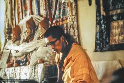 (15194_pr.psd) Lama Zopa Rinpoche teaching, Fourth Meditation Course, Kopan Monastery, Nepal, 1973. Photo by Lynda Millspaugh.