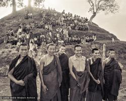 (15201_ng.psd) Anila Ann, Lama Yeshe, Lama Zopa Rinpoche, and Lama Lhundrup in group photos from the Fourth Meditation Course, Kopan Monastery, Nepal,1973. The two monks on the left are from Sera Monastery, India — Lama Lhundrup is on the far right.