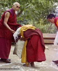(15472_ng-3.psd) In April of 1974, H. H. Zong Rinpoche, a senior lama and teacher for Lama Yeshe, visited Kopan Monastery, Nepal, in time to give teachings during the last week of the Sixth Meditation Course. Lama Yeshe bowing, Lama Zopa Rinpoche is on the far right.