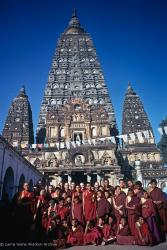 (15859_pr.psd) The lamas along with new western monks and nuns posing with the Mount Everest Center students in Bodhgaya, India, 1974. Photo includes Daja Meston (Thubten Wangchuk), Kyabje Zopa Rinpoche, Lama Yeshe, Lama Lhundrup Ringsel, Nick Ribush, and Lama Pasang Tsering.