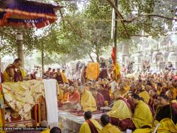 (16210_ng-3.TIF) H.H. 14th Dalai Lama teaching under the Bodhi Tree, Bodhgaya, 1982. Dan Laine (photographer)