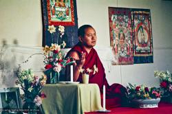 (16701_ng.psd) Lama Yeshe teaching at Olinda, Australia. On 29 July 1976 Lama Yeshe gave a public lecture in Melbourne. That same evening a weekend course for eighty commenced at Olinda in the Dandenong Ranges outside the city.