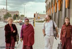 (17108_ng.TIF) Photos from a walk in Stockholm City in September of 1983 with Jeff Nye, Lama Yeshe's attendant, Gun Johansson, Katarina Wadstrom and Tomas Hagstrom and Anila Karin Valham, who invited Lama Yeshe to Sweden. Photos by Holger Hjorth.