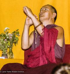 "(17158_ng.TIF) Over one weekend at Barnens O on Vaddo in September of 1983, Lama Yeshe gave a meditation course which later was published in English called ""Light of Dharma"", translated into Swedish as ""Lamas ljus"". Photos by Holger Hjorth. You can read a transcript here: http://www.lamayeshe.com/index.php?sect=article&id=719"