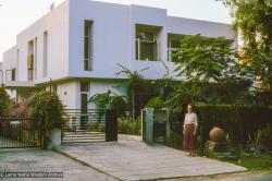 (18150_sl-3.jpg) Wendy Ridley, Tushita-Delhi, Shantiniketan, India, 1981. Nick Ribush (donor)