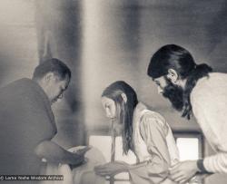 (18723_pr-3.psd) Jasmin and Antonio Pascual, Kopan Monastery, 1974. Bernard Altshuler (Yuma Barnes) (donor)