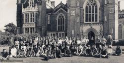 (19148_pr-3.psd) Group photo Manjushri Institute, England, 1977.