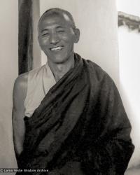 (21768_ud-3.psd) Geshe Thinley, Kopan Monastery, 1980. Merry Colony (donor)