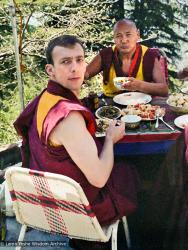 (22079_ng-3.jpg) Peter Kedge and Lama Yeshe having lunch, Tushita Retreat Centre, Dharamsala, India, 1982.