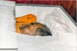 (33282_pr-3.psd) Lama Yeshe in his casket before the cremation, Vajrapani Institute, Boulder Creek, California, 1984. Ricardo de Aratanha (photographer)