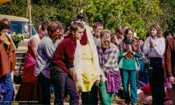 (33509_pr-3.psd) Body of Lama Yeshe carried by Bill Kane, Tom Waggoner, John Mckay, Vajrapani Institute, California, 1984. Åge Delbanco (photographer)