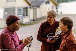 (33647_pr-3.psd) Lama Yeshe with Gun Johansson and Karin Valham in Väddö, Sweden, 1983. Jeff Nye (photographer)