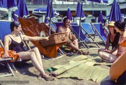 (34718_sl-1.psd) From the left: Marietta Cavinder, Lama Yeshe, Joyce Petchek and Carol Corona, Tuscany, 1978.