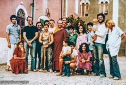 (35743_pr-3.psd) The first group of residents at Istituto Lama Tzong Khapa, Pomaia, Italy, 1977.