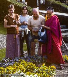 (38476_sl-3.jpg) Lama Yeshe with Merry Colony, Elizabeth Johnson and Tony Wengoborsky, Institut Vajra Yogini, France, 1982.