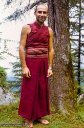 (39364_sl-3.jpg) Claudio Cipullo, Tushita Retreat Centre, Dharamsala, India, 1977.