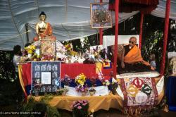 (39387_sl-3.jpg) HH Zong Rinpoche teaching at Vajrapani Institute, California, 1978.