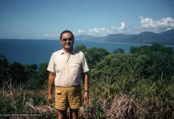(39497_sl-3.psd) Lama Yeshe on holiday in Cairns, Queensland, Australia, 1981.