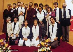 (39535_sl-3.jpg) H.H. 14th Dalai Lama with the Vajra Guard, Institut Vajra Yogini, France, 1982. Photo includes Gun Johansson, Paula de Wys, Robina Courtin, Ueli Minder and Jan-Paul Kool (photographer).