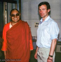 (39554_sl-3.jpg) Harvey Horrocks with Lama Yeshe at the Pisa airport, Italy, 1983.
