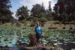 (39559_sl-3.jpg) Lama Yeshe, Sri Lanka, 1983.
