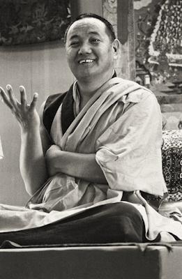 Lama Yeshe teaching in Yucca Valley, California, 1977. Photo: Carol Royce-Wilder.