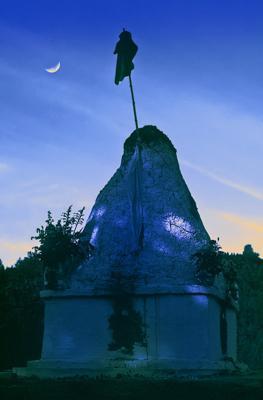 Cremation stupa of Lama Yeshe, Vajrapani Institute, California, 1984. Photo: Ricardo de Aratanha.