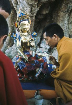 Lama Zopa Rinpoche painting Tara at Kopan Monastery, Nepal, 1976. Photo: Peter Iseli.