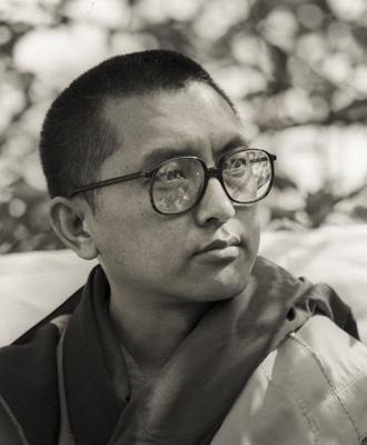 Lama Zopa Rinpoche teaching outdoors at Manjushri London (currently Jamyang Buddhist Centre), 1983. Photo by Robin Bath.